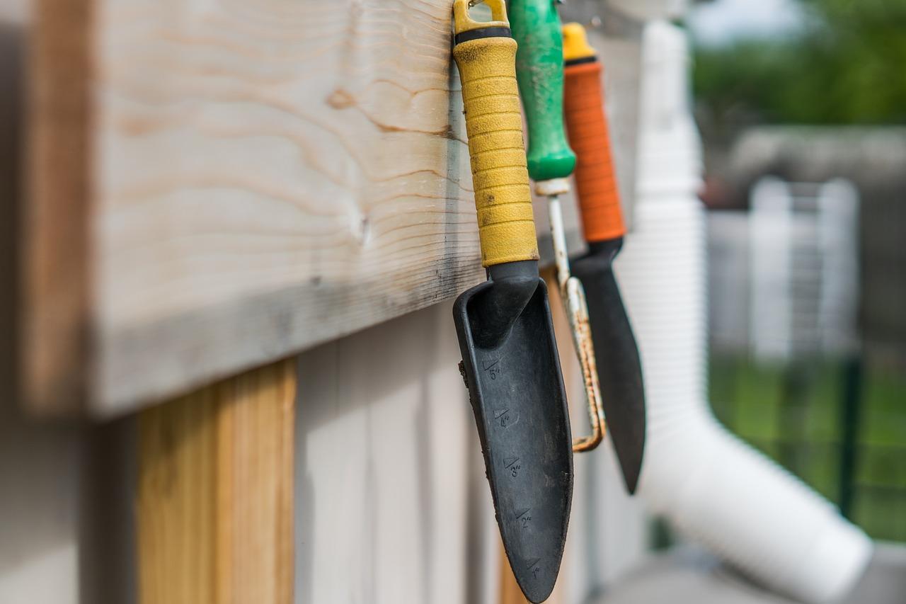 Jakie narzędzia są potrzebne w ogrodzie?