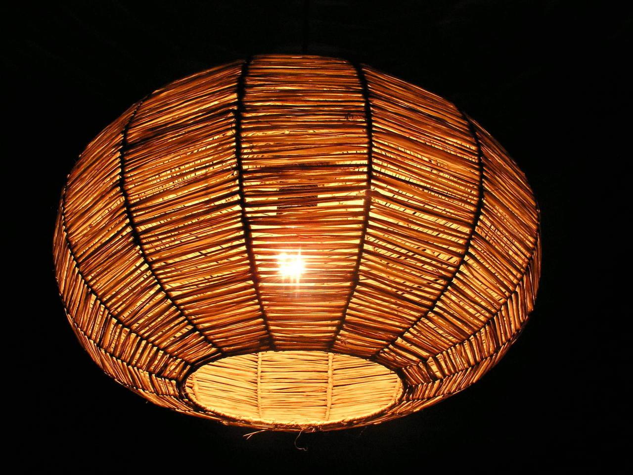 Drewniane lampy z motywem natury